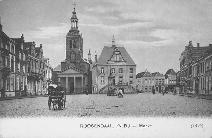 De Markt van Roosendaal met het raadhuis en de St. Janskerk in 1904.