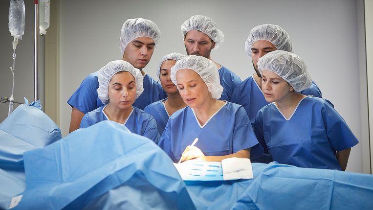 Lies Visschedijk als hartchirurg Monique in Singel 39. Beeld Pief Weyman