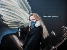 75 jaar vrijheid in 's Heerenberg: vier portretten waarbij vleugels van witte duif ogen bedekken