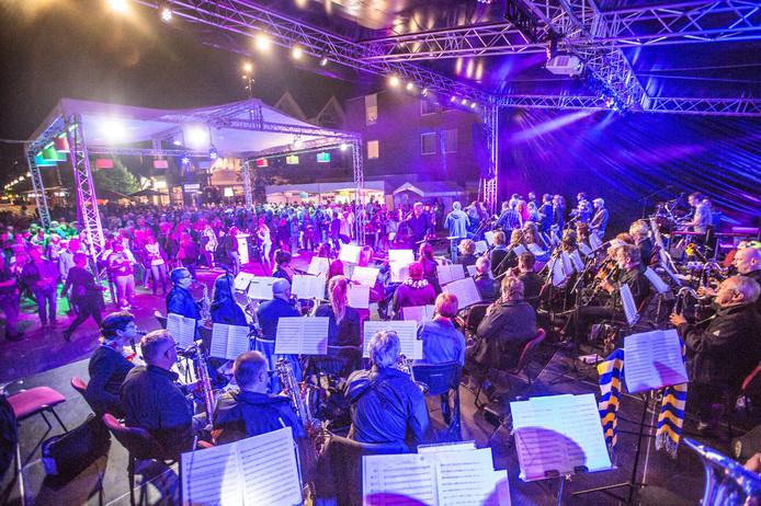 Archieffoto van Goirle Zingt tijdens het MidZomer Festival.