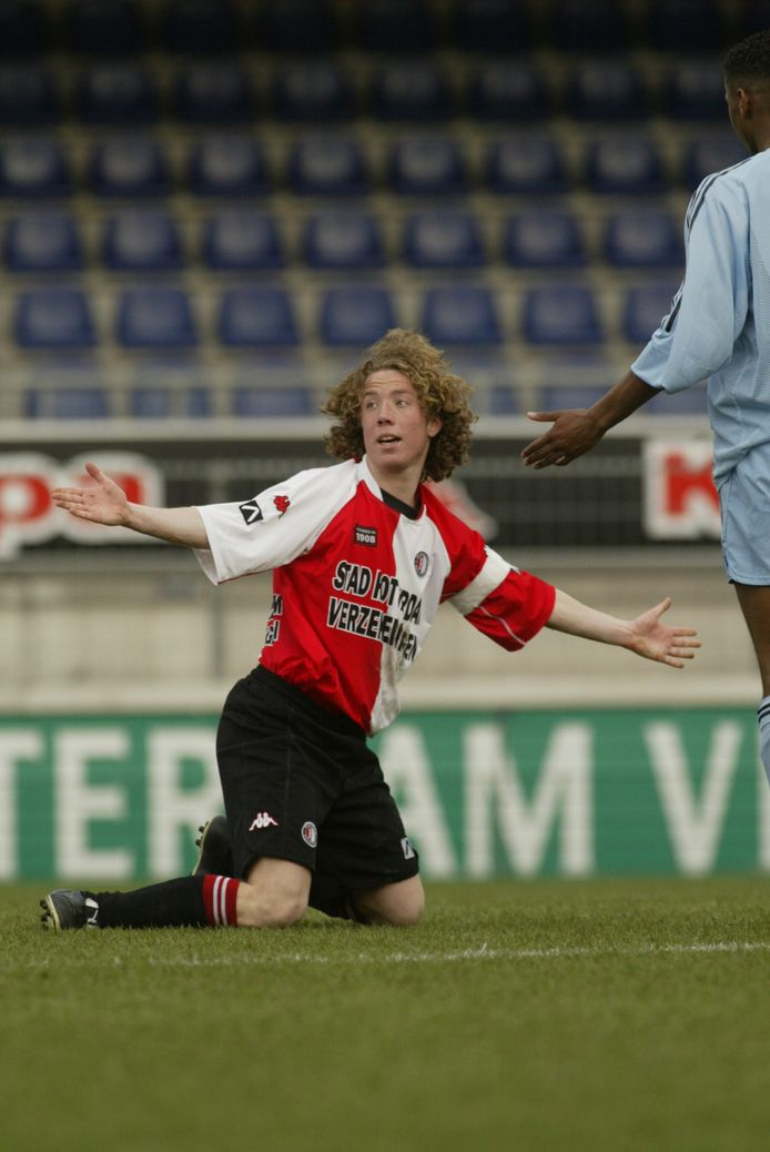 Rory de Groot als aanvoerder van de beloftes van Feyenoord tegen Ajax.