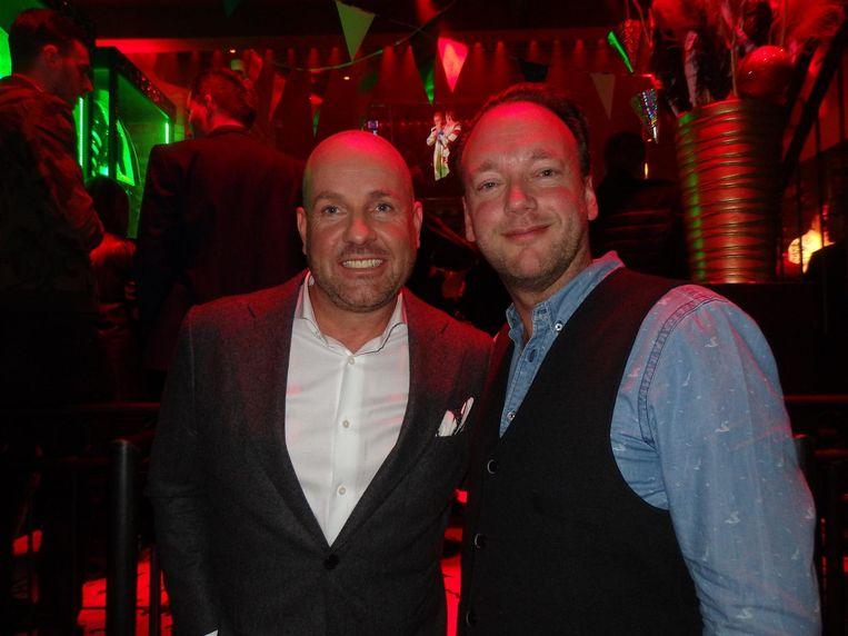 Bert Nijhof, komend jaar van donderdag tot zondag uitbater van Toppers Partycafé, en Marco de Koning (Royal Promotions). De Toppers beloven langs te komen. Af en toe Beeld Hans van der Beek