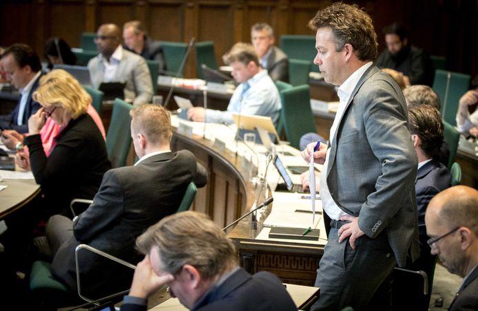 Jos Verveen in het stadhuis tijdens een debat over Feyenoord City.