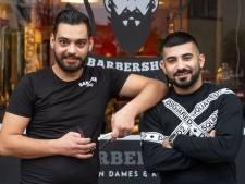 Knipbeurt met mes en touw bij Barbershop Nijverdal