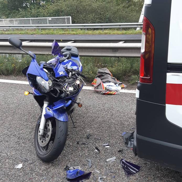 De schade aan de motor na het ongeluk.