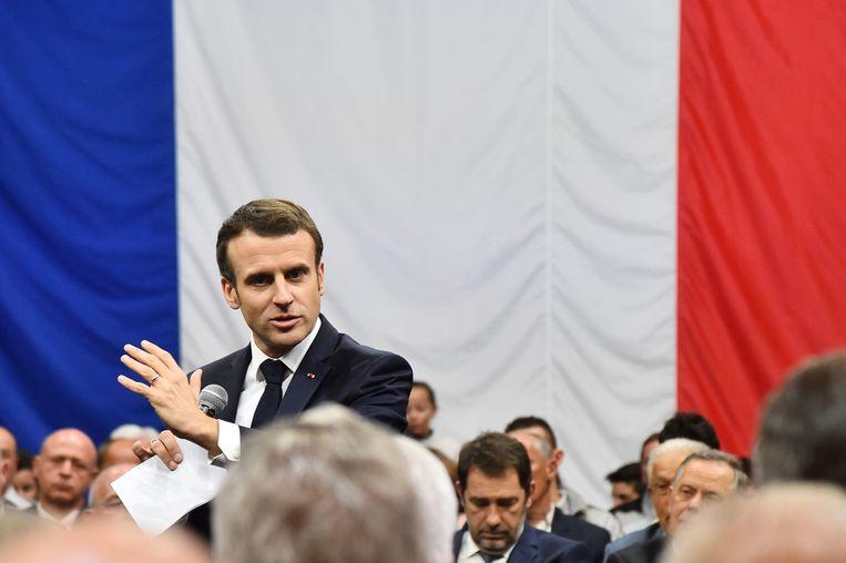 PResident Emmanuel Macron bij het nationaal debat in Gréoux les Bains  in het zuidoosten van Frankrijk.  Beeld Photonews