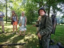 Soldaten naspelen bij Huis Doorn: 'Da's lekker dan, een wollen uniform in deze hitte'