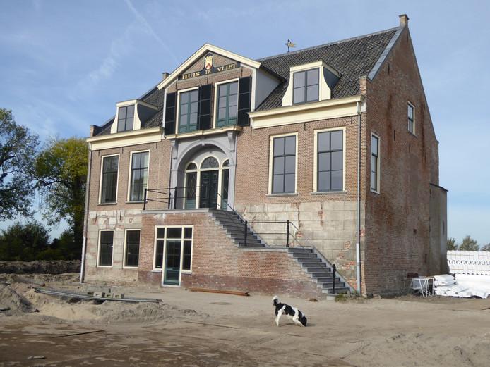 In het gerestaureerde Huis te Vliet komen vijf appartementen, ernaast negen woningen.