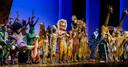 De cast van de hitmusical The Lion King na afloop van de allerlaatste voorstelling. De voorstelling heeft de afgelopen drie jaar ruim 1,7 miljoen bezoekers getrokken.