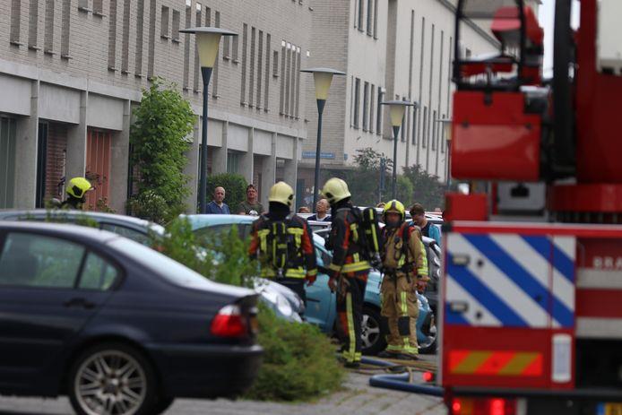 Op de Hazerswoudestraat in Zoetermeer komt er uit meerdere woningen rook.