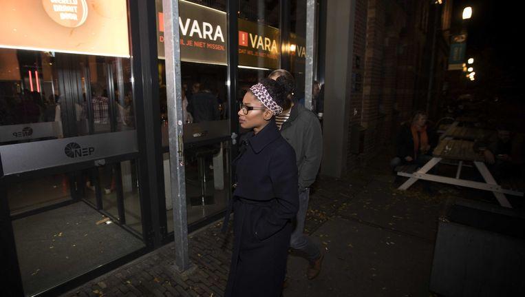 Sylvana Simons bij de televisiestudio van het VARA-programma Pauw. Beeld anp