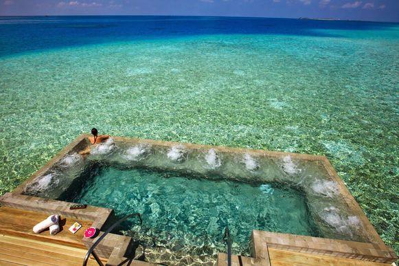 Zwembad in zee.