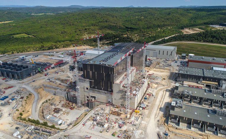 Luchtfoto van de locatie waar testreactor ITER wordt gebouwd. Beeld ITER Organization/EJF Riche