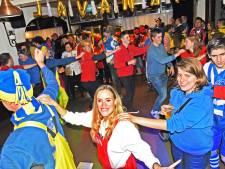 Wagenbouwersbal Sas: na het sjouwen een feestje bouwen