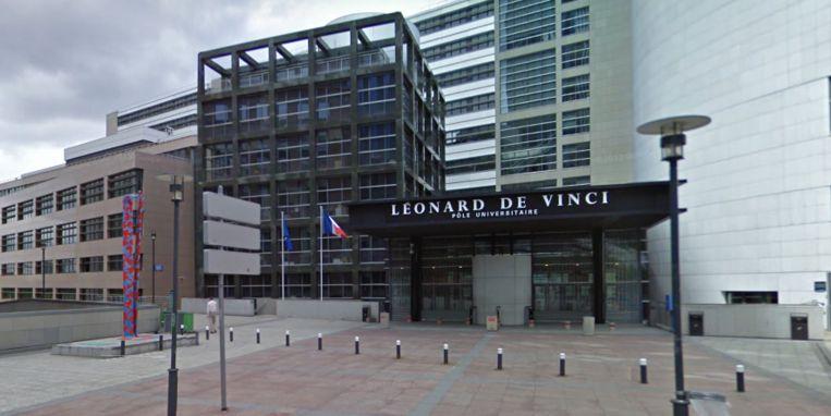 De campus van de private universiteit in Courbevoie.