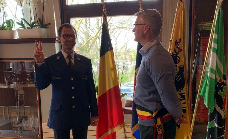 Koen Van Poucke legde woensdag de eed af in het bijzijn van burgemeester van Lochristi Yves Deswaene (Open VLD).