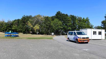 """Politie zet honderdtal bezoekers uit domein Hazewinkel: """"Samenscholingen, geen mondmasker, zwemverbod genegeerd én verbaal agressief tegen agenten"""""""