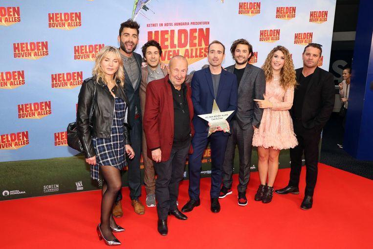 De cast van 'Helden boven Alles' op de rode loper in Kinepolis Antwerpen.
