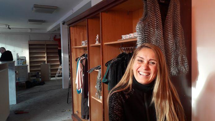 Angelique de Rouw noemt zichzelf 'het motortje' van stichting VEADS: Voor Elkaar Aan De Slag. Deze stichting opent vrijdag een nieuwe kringloopwinkel in Schijndel.