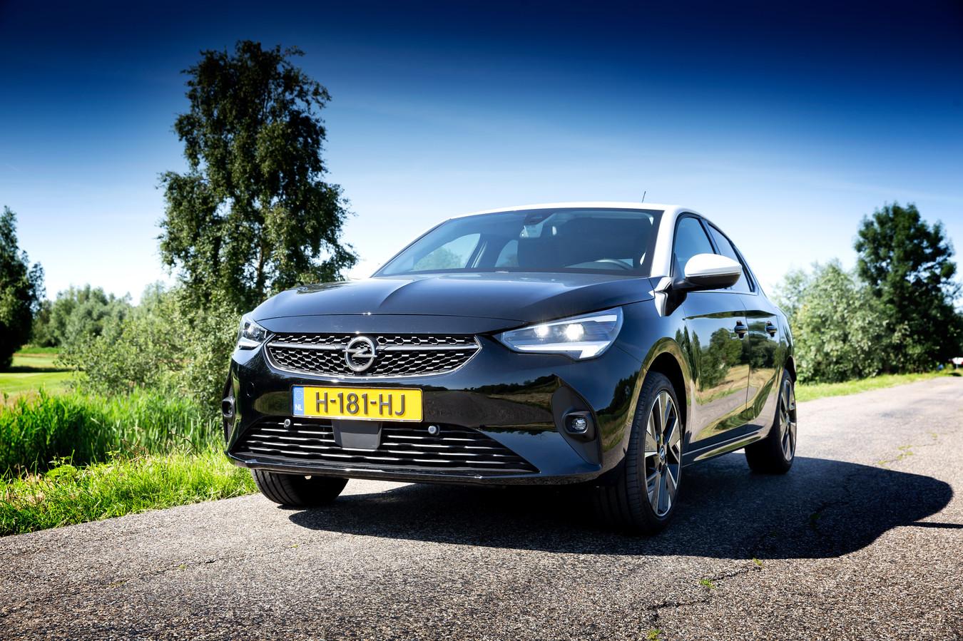 De Opel Corsa-e rijdt lekker vlot, maar het rijbereik, de zitruimte achterin en de bagageruimte lopen niet over.