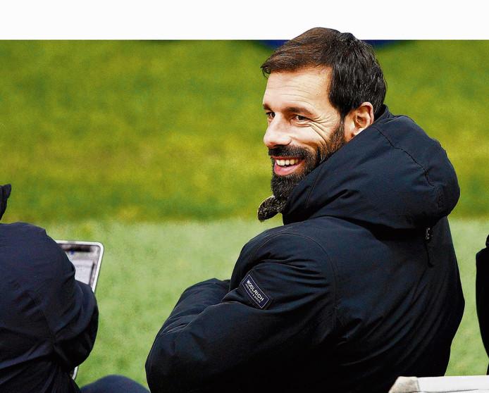 PSV gaat door met Ruud van Nistelrooij, die echter nog geen elftal gaat trainen.