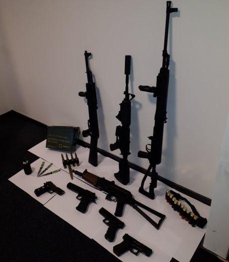 Arsenaal aan airsoftguns en vuurwapens lag verstopt op zolder: 'Het is allemaal illegaal'