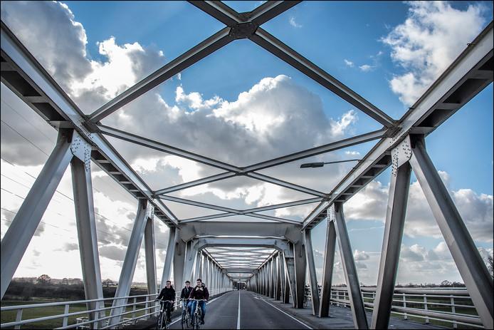 Zo ruim als bij de renovatie van februari 2016 krijgen de fietsers het op de brug tussen Oeffelt en Gennep niet. Maar er komt wel een nieuwe fietsverbinding.