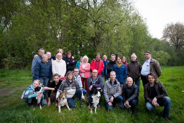 Twee buurtcomités uit Mechelen en Hofstade voeren gezamenlijk actie tegen het verdwijnen van het Hanswijkbeekbos.