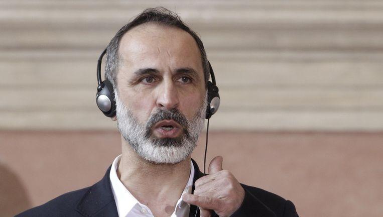 Mouaz al-Khatib tijdens een persconferentie in Rome, waar hij onder meer sprak met John Kerry. Beeld ap