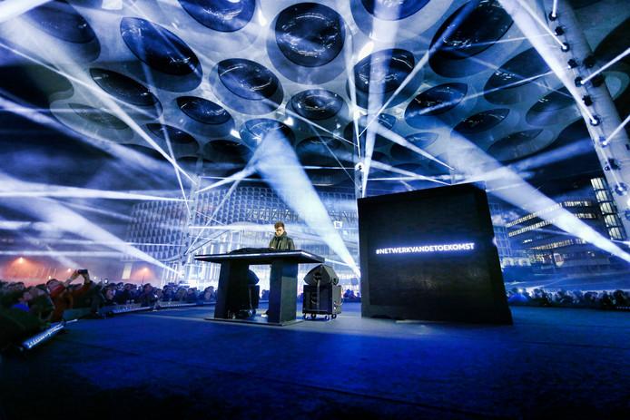 Fedde Legrand opende in november 2018 het hoofdkantoor van VodafoneZiggo met een lasershow en optreden onder het bollendak.