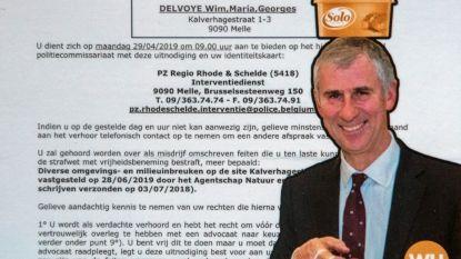 Volgens Wim Delvoye heeft burgemeester boter op het hoofd