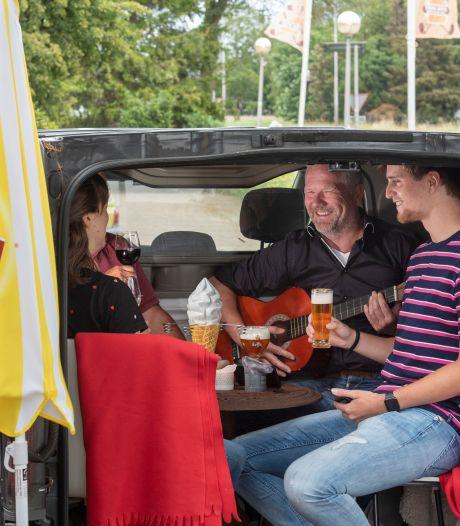 Ludiek protest met mobiele autozitjes op Puttens terras is voorbij: restauranteigenaar kiest eieren voor zijn geld