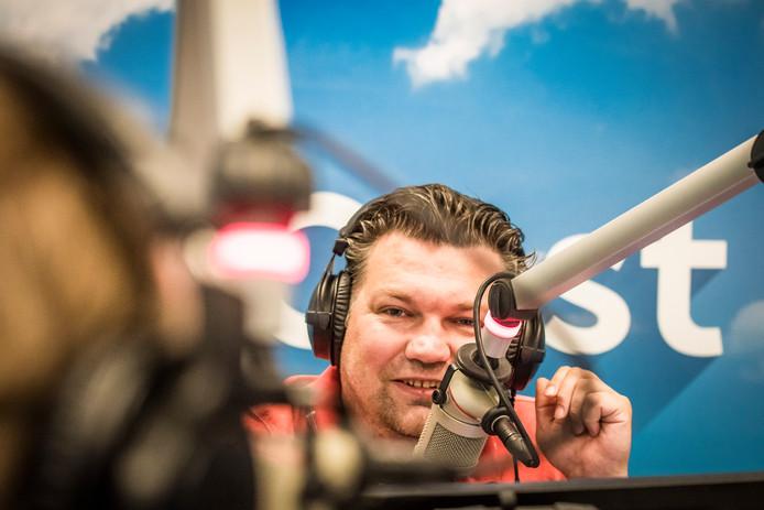 Bert van Losser presenteert op werkdagen van negen tot twaalf 'Goedemorgen Overijssel', bij RTV Oost.