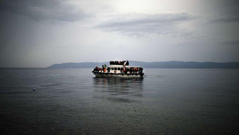 Vluchtelingen vanuit Turkije op weg naar Griekenland Beeld afp
