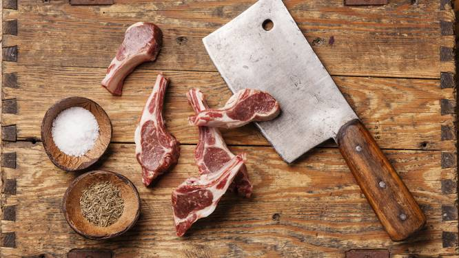 Gevaarlijker dan je denkt: je mes niet wassen na het snijden van rauw vlees
