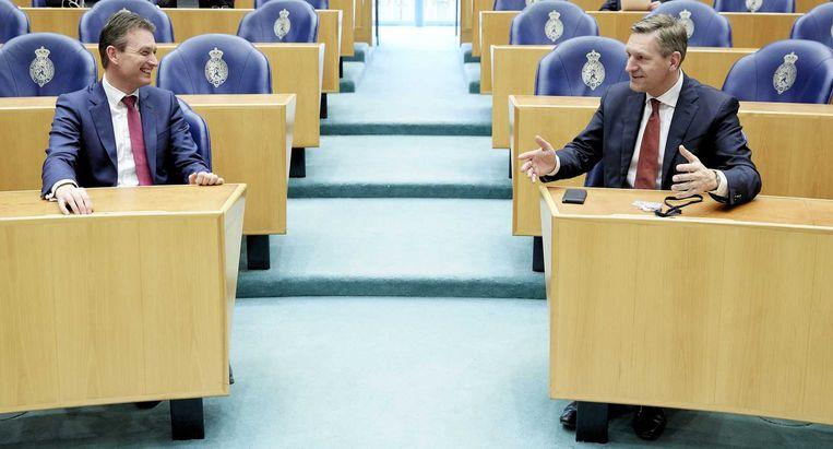 Halbe Zijlstra en Sybrand Buma voorafgaand aan het Vragenuurtje. Beeld anp