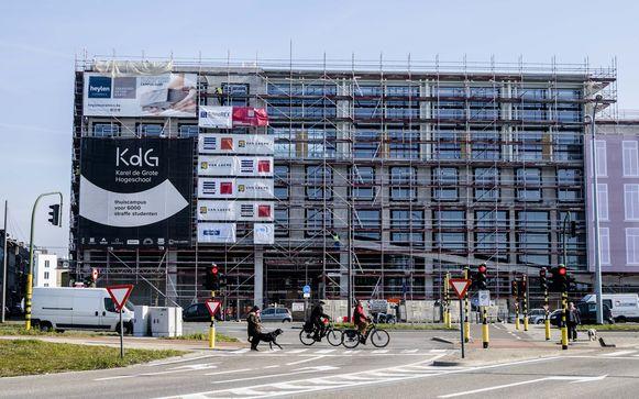 De Campus Zuid van de Karel de Grote Hogeschool op de terreinen van de voormalige koekjesfabriek Biscuiterie Parein. In september zullen hier maar liefst 5.000 studenten les volgen.