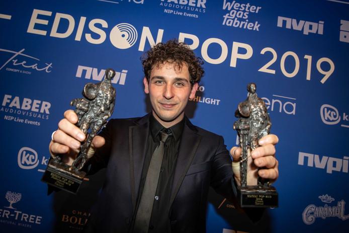 Nielson ontving twee Edisons voor Nederlanstalig en beste Song (categorie) tijdens de uitreiking van de Edison Pop 2019 prijzen.