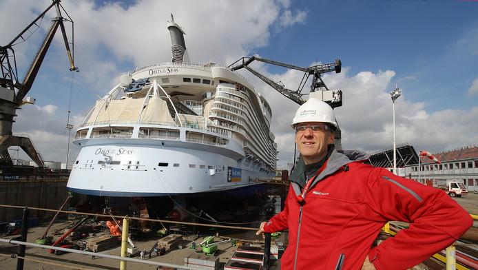 Linssen in het dok bij de Oasis of the Seas. De megaopdracht werd een koude douche voor Keppel Verolme.