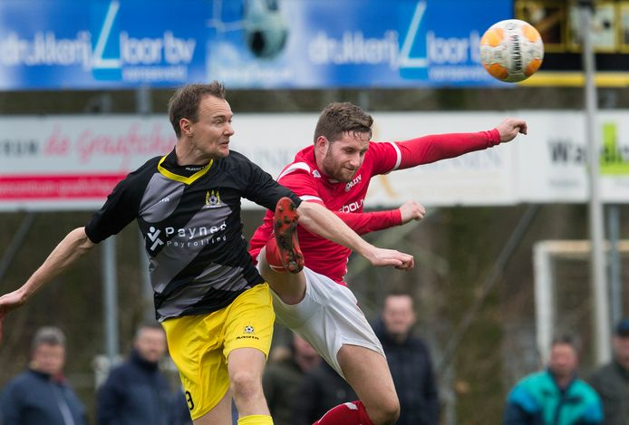 Max Jansen (rechts), hier in het shirt van AZSV, wil de rest van het seizoen voor Viod voetballen.