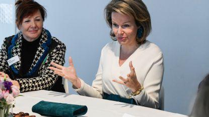 Koningin Mathilde beurt bewoners van woonzorgcentrum op met persoonlijk telefoontje en zelfgebakken wafels