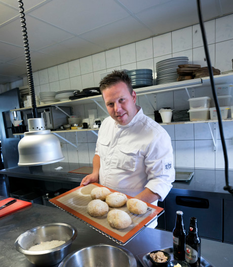 Dorpskok: Proost! Verse bolletjes met Dommelsch bij restaurant Broertjes in Dommelen