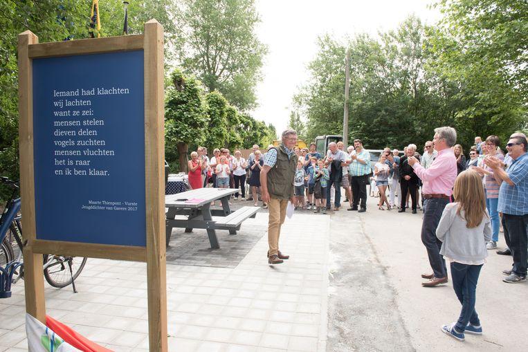 Elk jaar geeft de gemeente het winnende gedicht een blijvende stek op een openbare plaats.