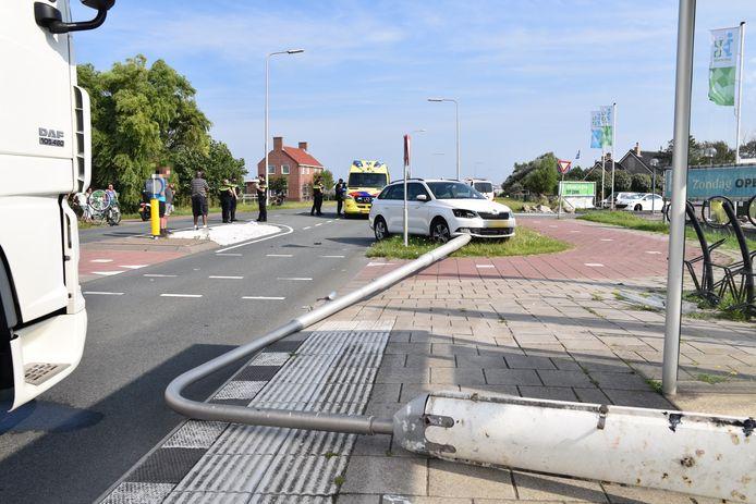 Een automobilist heeft een fietser aan de Monsterseweg in 's-Gravenzande aangereden.
