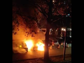 Wagen uitgebrand aan Anderlechtsepoort, twee andere auto's beschadigd