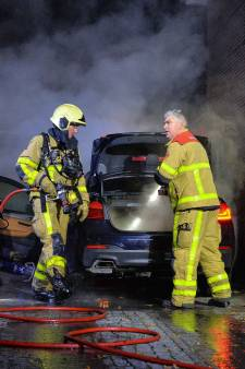 BMW van 2 dagen oud gaat in vlammen op in Apeldoorn