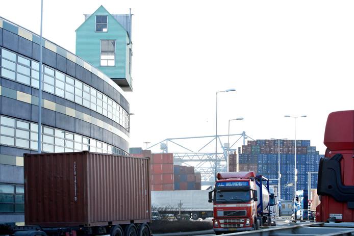 In de Rotterdamse haven is vorige week een grote partij cocaïne aangetroffen.