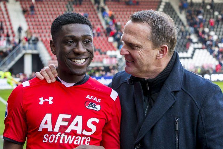 AZ-speler Derrick Luckassen en trainer John van den Brom. Luckassen scoorde voor AZ. Beeld anp