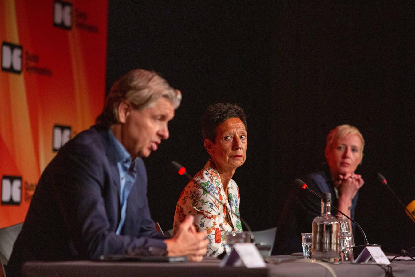 De persconferentie op Papendal met Mark Meijer, Monique Kempff en Marieke van der Plas van de KNGU.