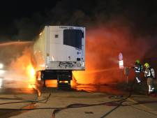 Koeltrailer vat vlam naast pompstation: Hellevoetsluis ontsnapt aan ramp